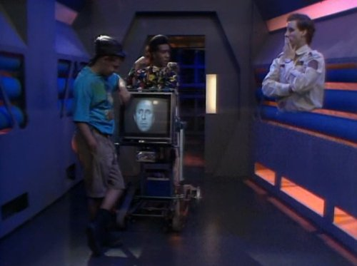 Rimmer with no legs in Queeg